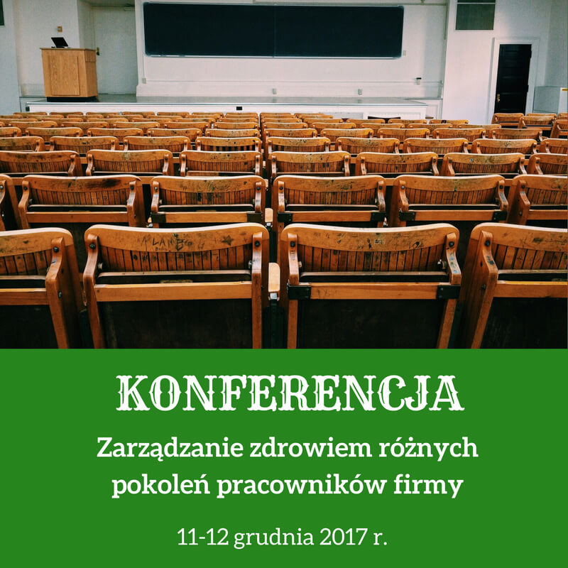 Zielona grafika zbiałym tekstem zinformacją okonferencji. Wgórnej części grafiki jest fotografia przedstawiająca salę konferencyjną zdrewnianymi krzesłami.