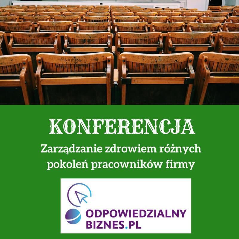 Zielona grafika zbiałym tekstem zinformacją okonferencji ilogiem patrona. Wgórnej części grafiki jest fotografia przedstawiająca salę konferencyjną zdrewnianymi krzesłami.