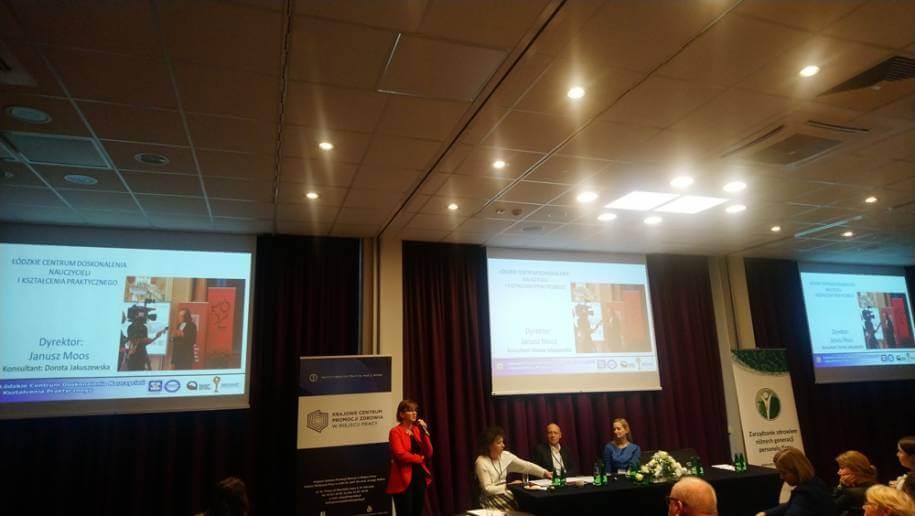 Zdjęcie zkonferencji, widok prezentacji prelegenta.